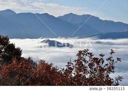 陣馬山の雲海 38205113