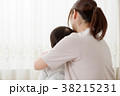 リラックスする親子 38215231