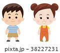 小さな男の子と女の子 38227231