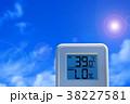 夏のイメージ_真夏、猛暑_温度計 38227581
