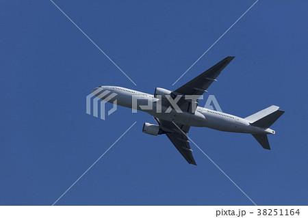 飛行機の離陸 38251164