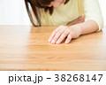 腹痛 お腹が痛い ネガティブイメージ 体調不良 女性 ポートレート 20代 30代 38268147