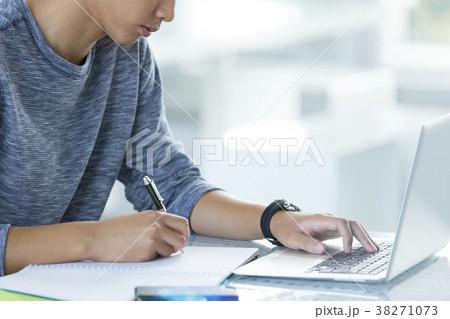 大学生 キャンパスイメージ 38271073