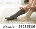 女性 靴下 履くの写真 38286586
