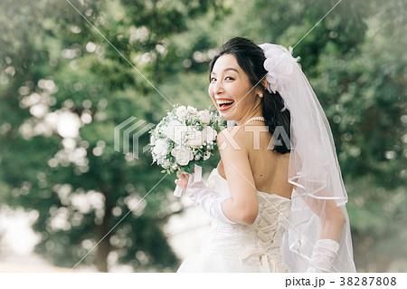2879d14ec1fa6 ウェディングドレスの女性 ブライダル 花嫁の写真素材  38287808  - PIXTA