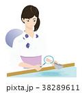 浴衣の女性と団扇 38289611