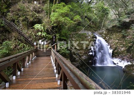 赤目四十八滝 不動滝と不動橋(三重県名張市) 38301946