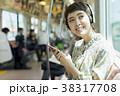 女性 音楽 聴くの写真 38317708