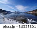 冬の中禅寺湖 東の湖岸から 湖畔の雪と凍る岸 超広角 a   38325801