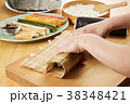 巻き寿司 調理シーン 寿司の写真 38348421