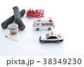 パトカーと救急車と消防車 38349230