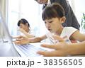 小学生 パソコン教室 女の子の写真 38356505