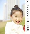 公園で遊ぶ女の子 38358743
