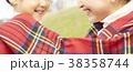 公園で遊ぶ親子 38358744