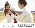 公園で遊ぶ親子 38358887