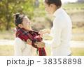 公園で遊ぶ女の子 38358898