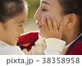 公園で遊ぶ女の子 38358958