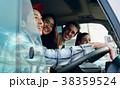 ドライブを楽しむ仲間たち 38359524