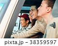 外国人 仲間 ドライブの写真 38359597