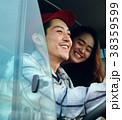 ドライブを楽しむ仲間たち 38359599