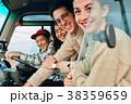ドライブを楽しむ仲間たち 38359659
