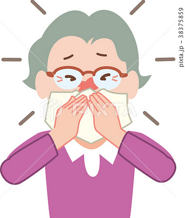鼻をかむシニア女性 38375859