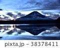 富士山 精進湖 黎明の写真 38378411