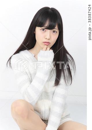若い女性 ヘアスタイル 38387424