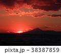 稲毛海岸の日没と富士山 38387859
