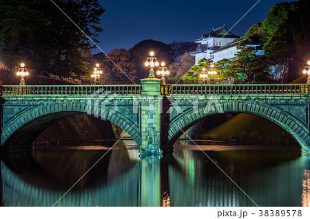 東京 皇居のライトアップ(正門石橋と伏見櫓) 38389578