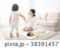 親子 赤ちゃん 育児の写真 38391457
