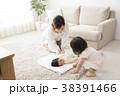 親子 赤ちゃん 育児の写真 38391466