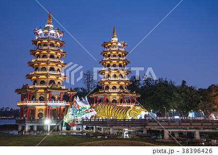 台湾 高雄 龍虎塔 蓮池潭 38396426