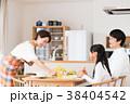 若い家族(朝食) 38404542