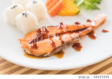salmon steak 38405949