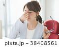 疲れ目のビジネスウーマン メガネを外す女性 38408561
