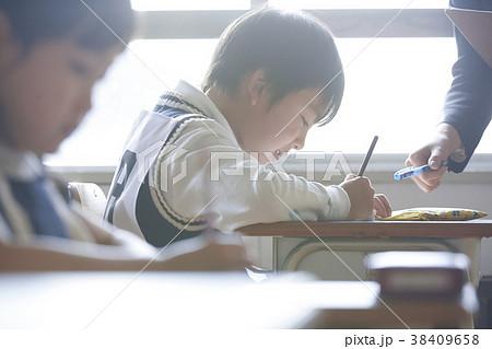 お受験の試験会場 38409658