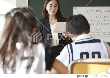 お受験の試験会場 38409665