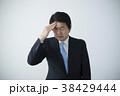 男性 ビジネスマン 頭痛の写真 38429444