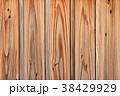 木目の浮き出た古い外壁の板 38429929