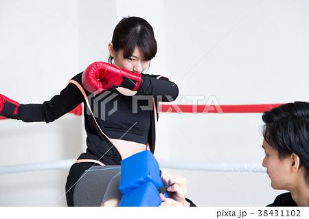 若い男女(キックボクシング) 38431102
