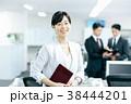 ビジネス オフィス 笑顔の写真 38444201