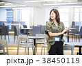 女性 笑顔 オフィスカジュアルの写真 38450119