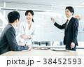 オフィス 打ち合わせ ミーティングの写真 38452593