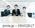 ビジネス ミーティング 笑顔の写真 38452617
