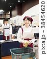 買い物 女性 男性の写真 38454620