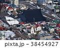 冬の北海道函館市元町周辺のロシア正教会と東本願寺の瓦屋根の風景を函館山から撮影 38454927