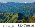 両神山山頂から見る新緑の山並みと富士山遠望 38470919