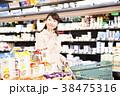 スーパー 買い物 女性の写真 38475316