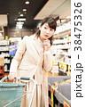 スーパー 買い物 女性の写真 38475326